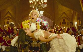《印度暴徒》本周五公映预热元旦 阿米尔汗携性感美女