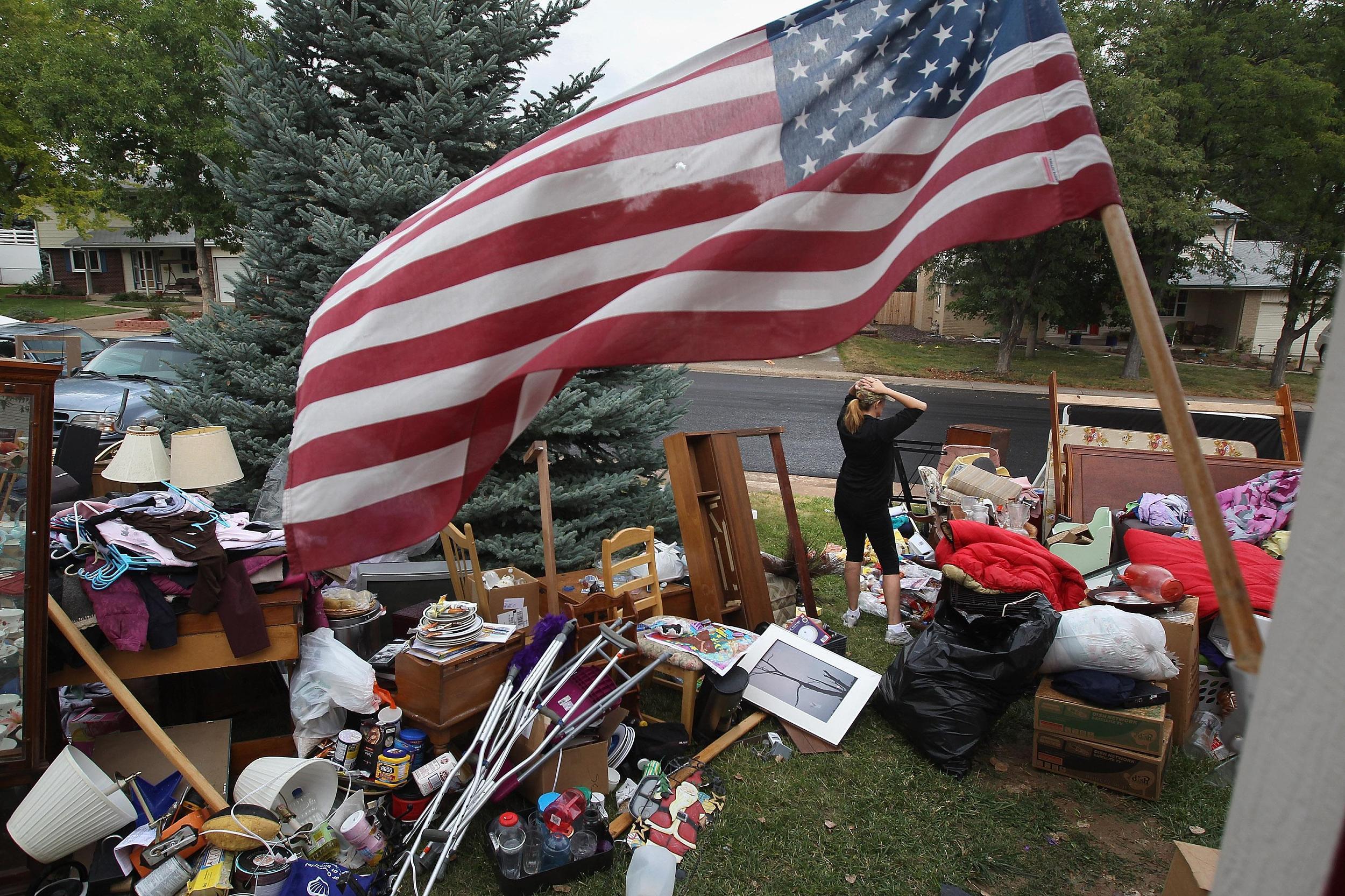 2011年9月15日,一个五口之家因租金不足被驱逐。(图/VCG)