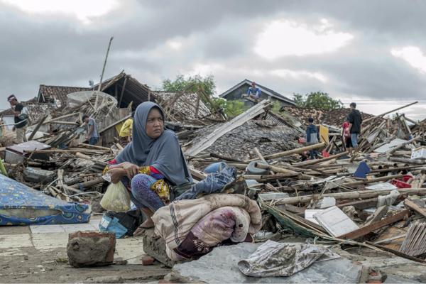 印尼海啸死亡人数已上升至334人 仍有61人失踪