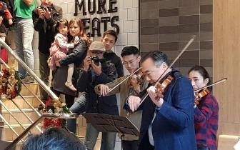 小提琴家林昭亮快闪西门町餐厅 民众抬头惊喜狂拍