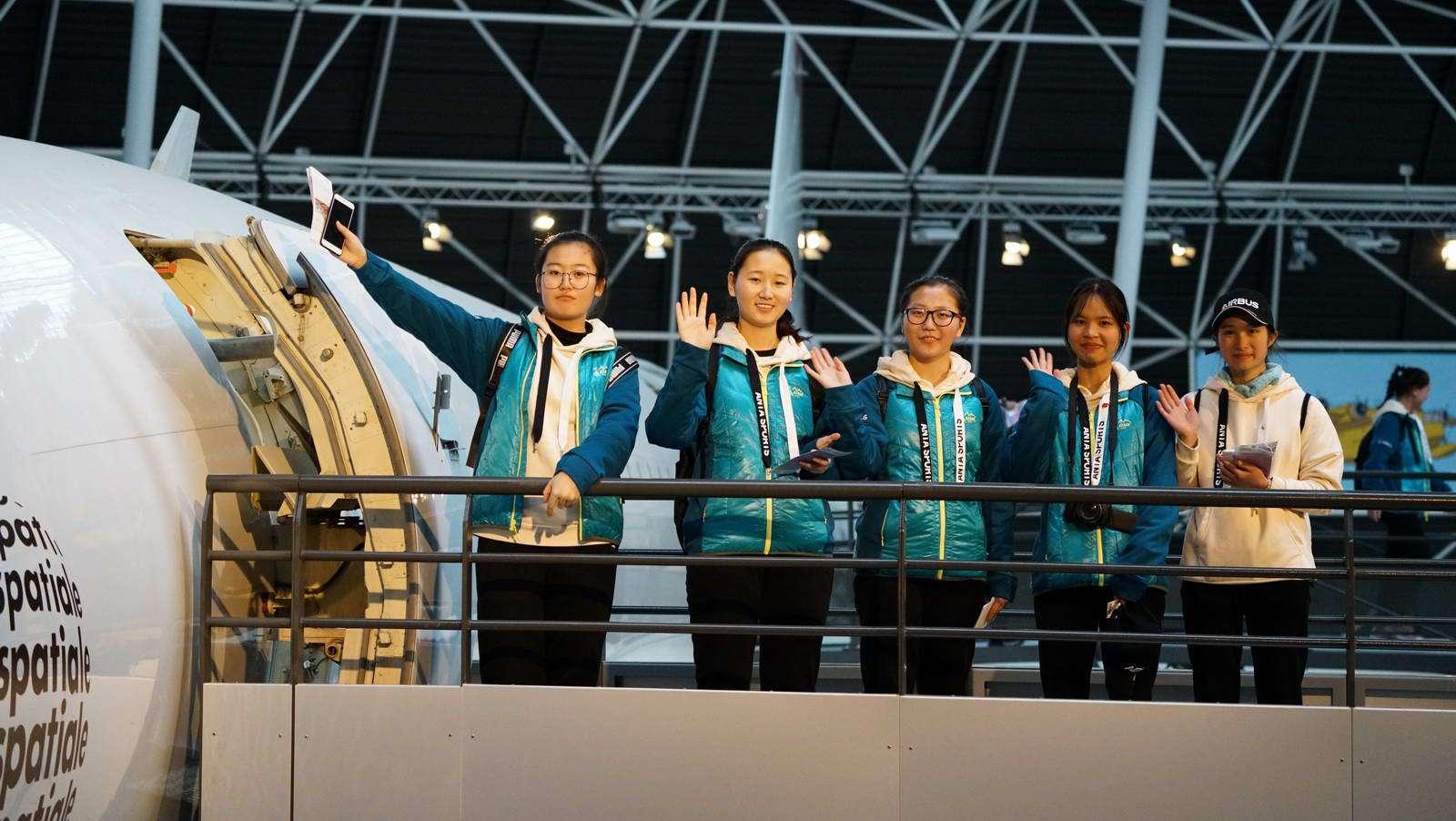 圆梦航空 12名青少年图卢兹见证国航A350交给