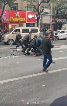 福建一公交车被劫持有人伤亡?警方:嫌疑人已被控制