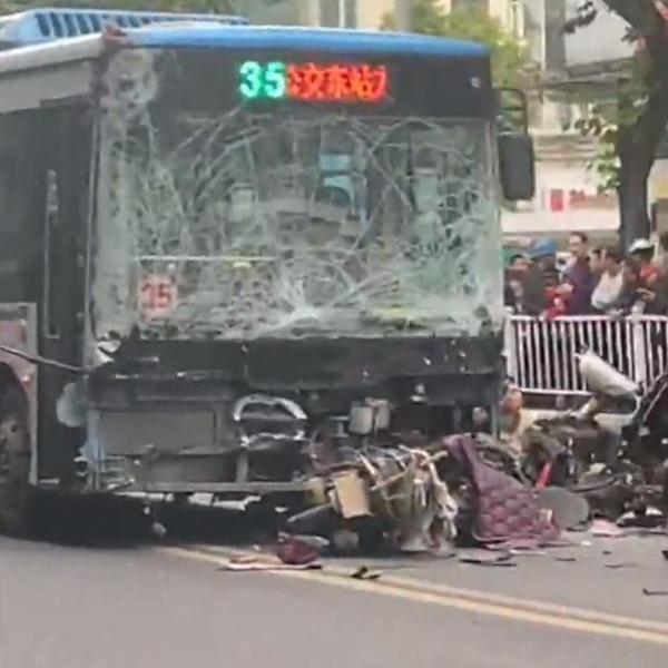 福建公交劫持案致5死 应急办称嫌犯从居委会逃出
