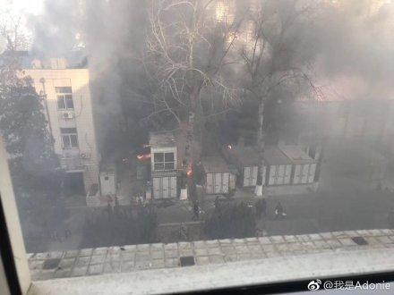 北京交通大学实验室内发生爆炸:现场浓烟弥漫