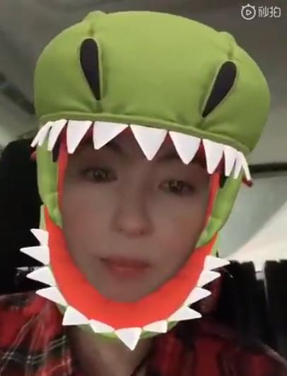 张柏芝用恐龙特效录视频