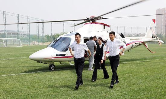 束昱辉的直升机