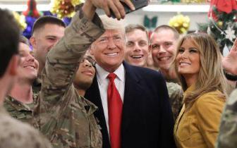 特朗普突访伊拉克 任内首在作战区域视察美