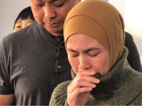 雪提芳婷泪求大家协助找失踪女儿。(图片来源:美国《世界日报》特派员 黄惠玲/摄影)