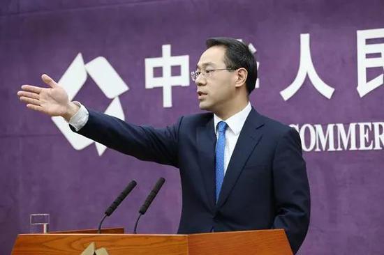 特朗普考虑禁止美国公司使用中兴和华为 中方回应