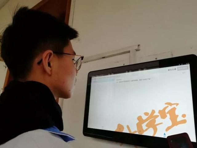 杭州高一男生下课收到妈妈的一条短信 全校乐翻了