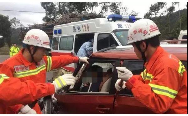 广西教师在扶贫路上遇车祸:校长遇难,4人受伤