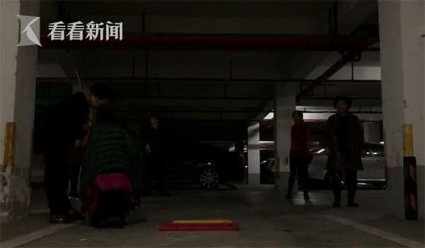 天冷广场舞大妈转战地下车库 居民:碰到人谁的责