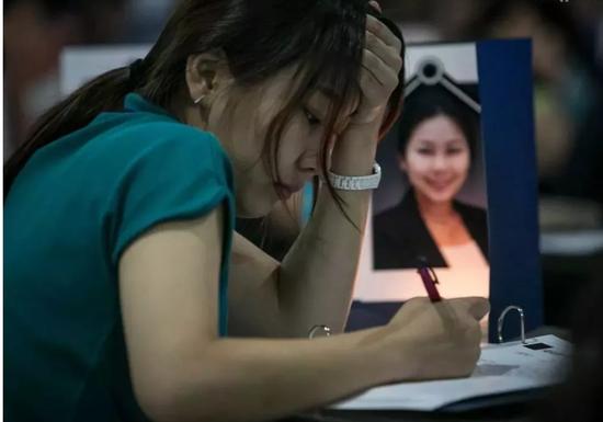 焦虑的韩国人