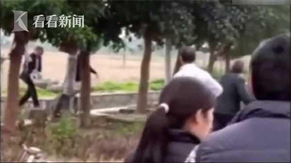女子约见20岁网友惨遭猥亵 反抗中被掐死弃尸乡野
