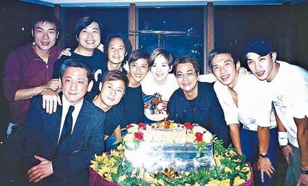 梅艳芳逝世15周年 歌迷自发祭拜好友晒照表思念