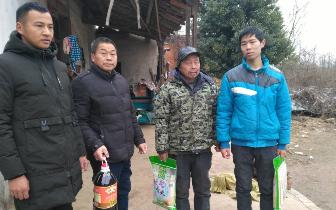"""杨河镇组织开展""""迎元旦 送温暖""""扶贫慰问活动"""