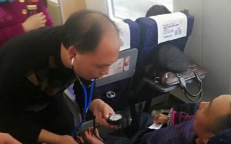 老人高铁上突发疾病 自贡医生伸援手一路陪伴到贵阳