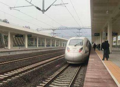 成雅铁路开通后首个小长假结束雅安游客量同比上涨两成
