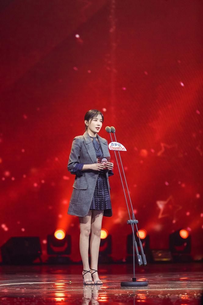 阚清子亮相国剧盛典 获年度演艺风尚女演员奖