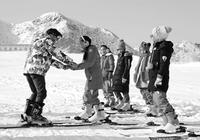 甘肃1.9万名学生免费体验滑雪运动