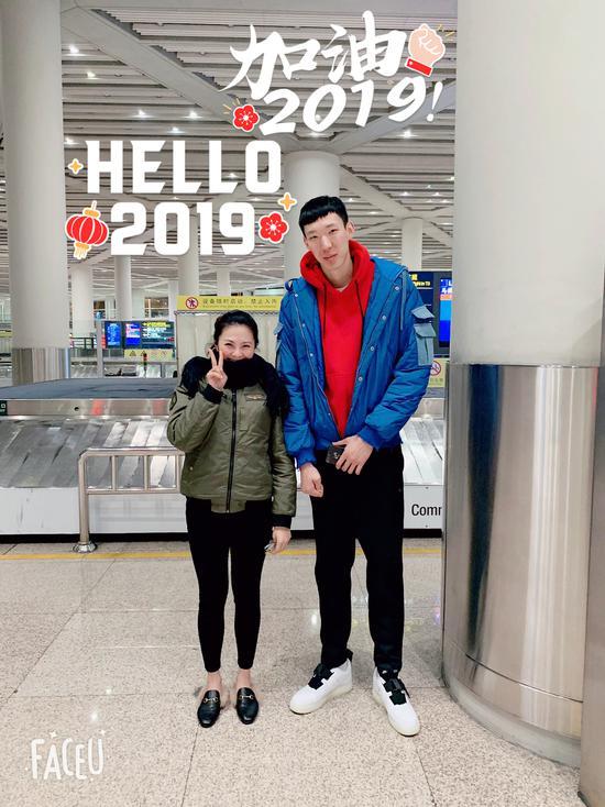 周琦回国休假现身北京 保持训练未做下一步打算