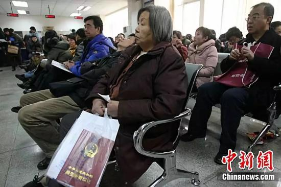 资料图:图为北京市海淀区房管局办事大厅。中新社 记者 苏丹摄