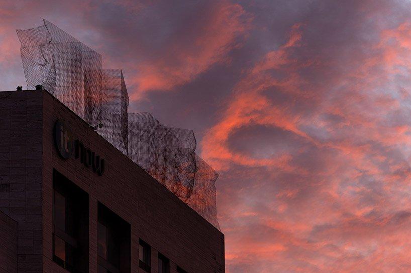 edoardo tresoldi | 在屋顶创作面部雕塑