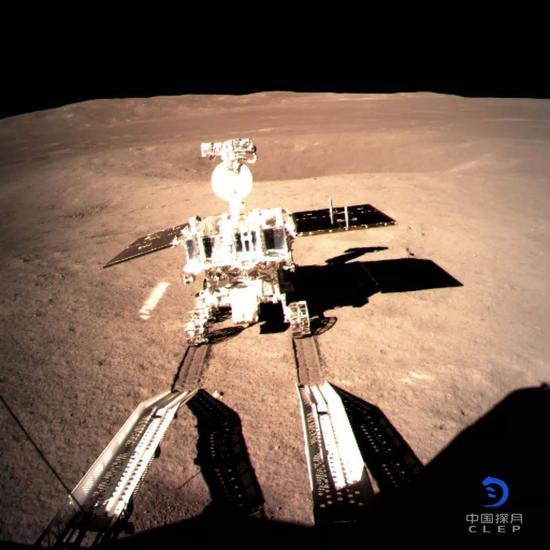 玉兔二号在月背留下人类探测器的第一道印迹