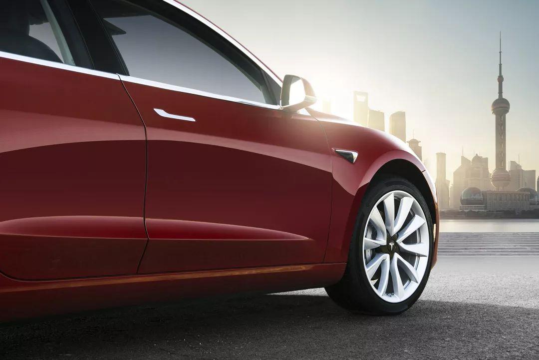 Model.  3高性能和长续航全轮驱动版在中国开放选配