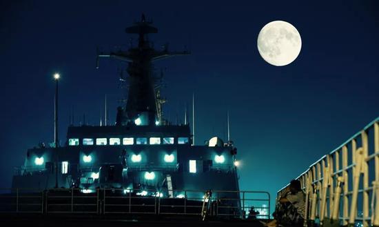 万万没想到遥远的月亮还可以左右你的人生/视觉中国