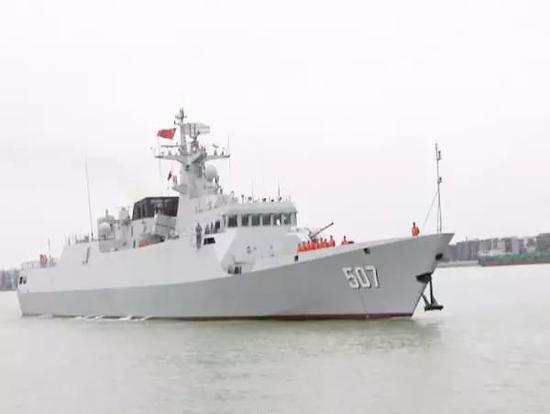 中国渔船福建外海被货轮撞沉 6名船员被海军救起
