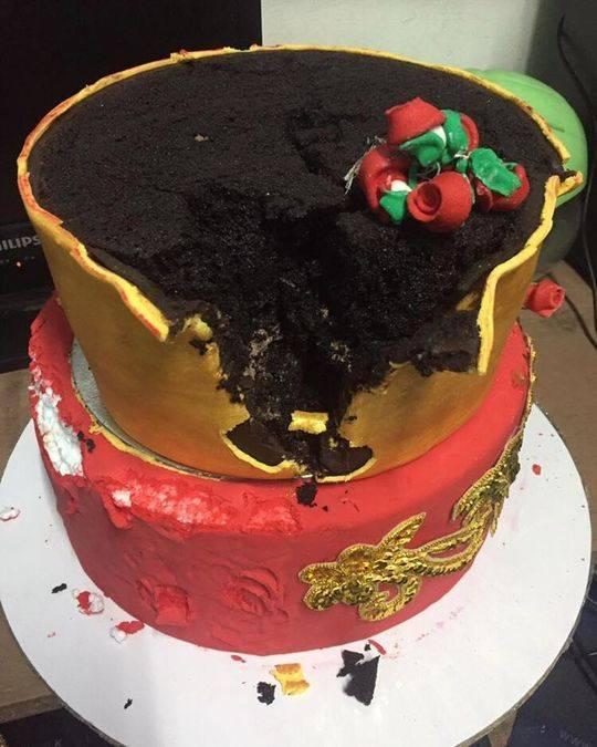 婚礼蛋糕里面全是泡沫 新娘当场痛哭报警抓策划人