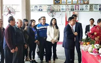 """今天,上午9点丰顺埔寨一个小村庄出现2个""""潮州客""""的外国总理"""