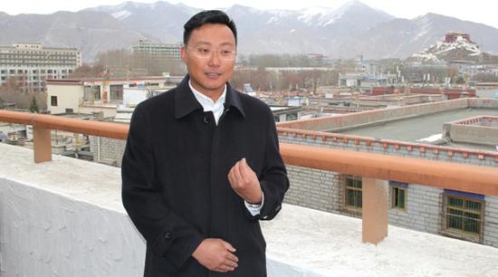 王宁接受媒体采访