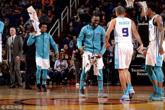 Walker砍29+7黃蜂射落太陽止2連敗,Parker 20+6,Booker傷退(影)-Haters-黑特籃球NBA新聞影音圖片分享社區