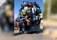 """为不误考试时间 印度几十名学生""""挂""""公交上赶考"""