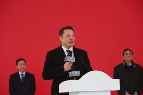 在特斯拉上海超级工厂(一期)奠基仪式上,马斯克踌躇满志。 励 漪 摄