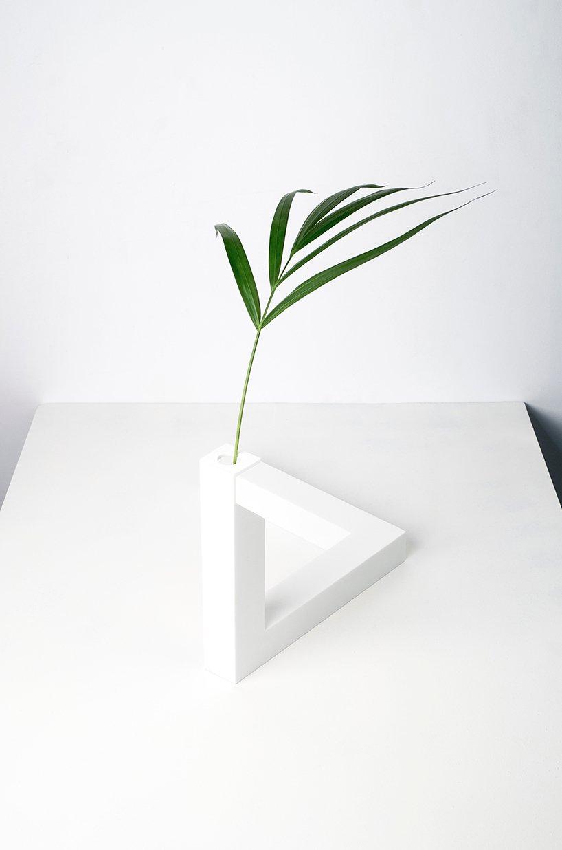 cuatro cuatros | 视错觉三角花瓶