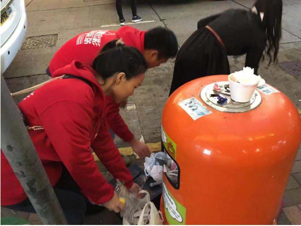 """香港海港城惊现内地企业五千人""""快闪""""!围观路人纷纷点赞"""