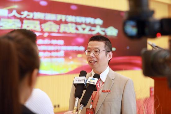 三亚学院校长陆丹接受媒体采访