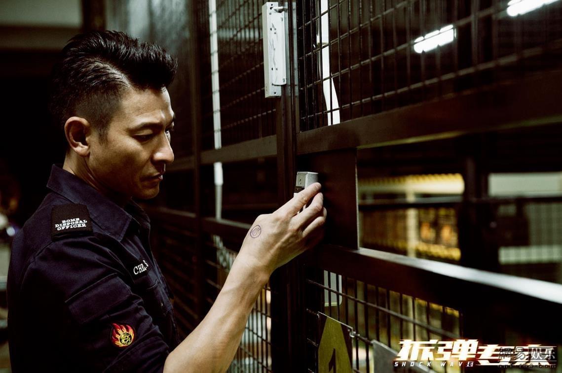 《拆弹专家》发布火力全开特辑 4月28日上映