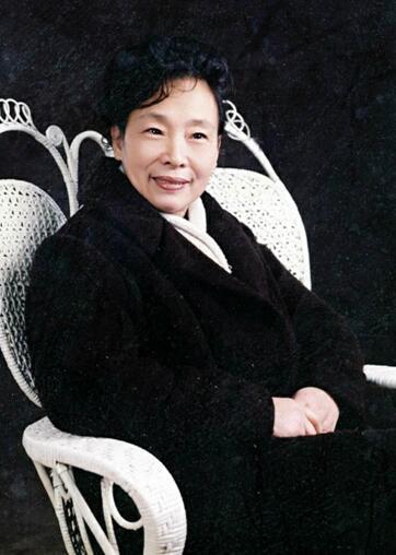 新中国第一位女魔术师邓凤鸣女士辞世