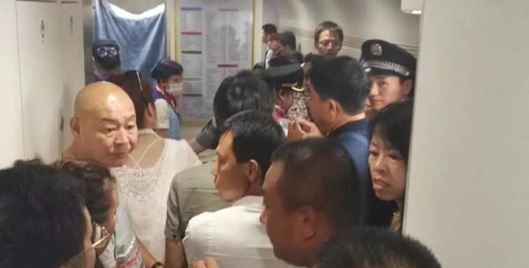 昨晚10趟动车突然停运 南宁乘客被困3小时!