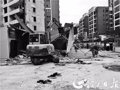 曲江区拆除一违建铁皮棚,拆除面积约870平方米