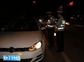 绛县交警组织开展夜查专项整治行动