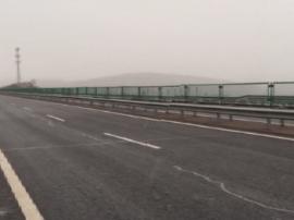 山阴至平鲁段辖区部分路段雨夹雪 路面潮湿