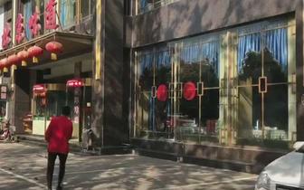 夜线回访:北京味道饭店前公共停车位隔离柱拆除