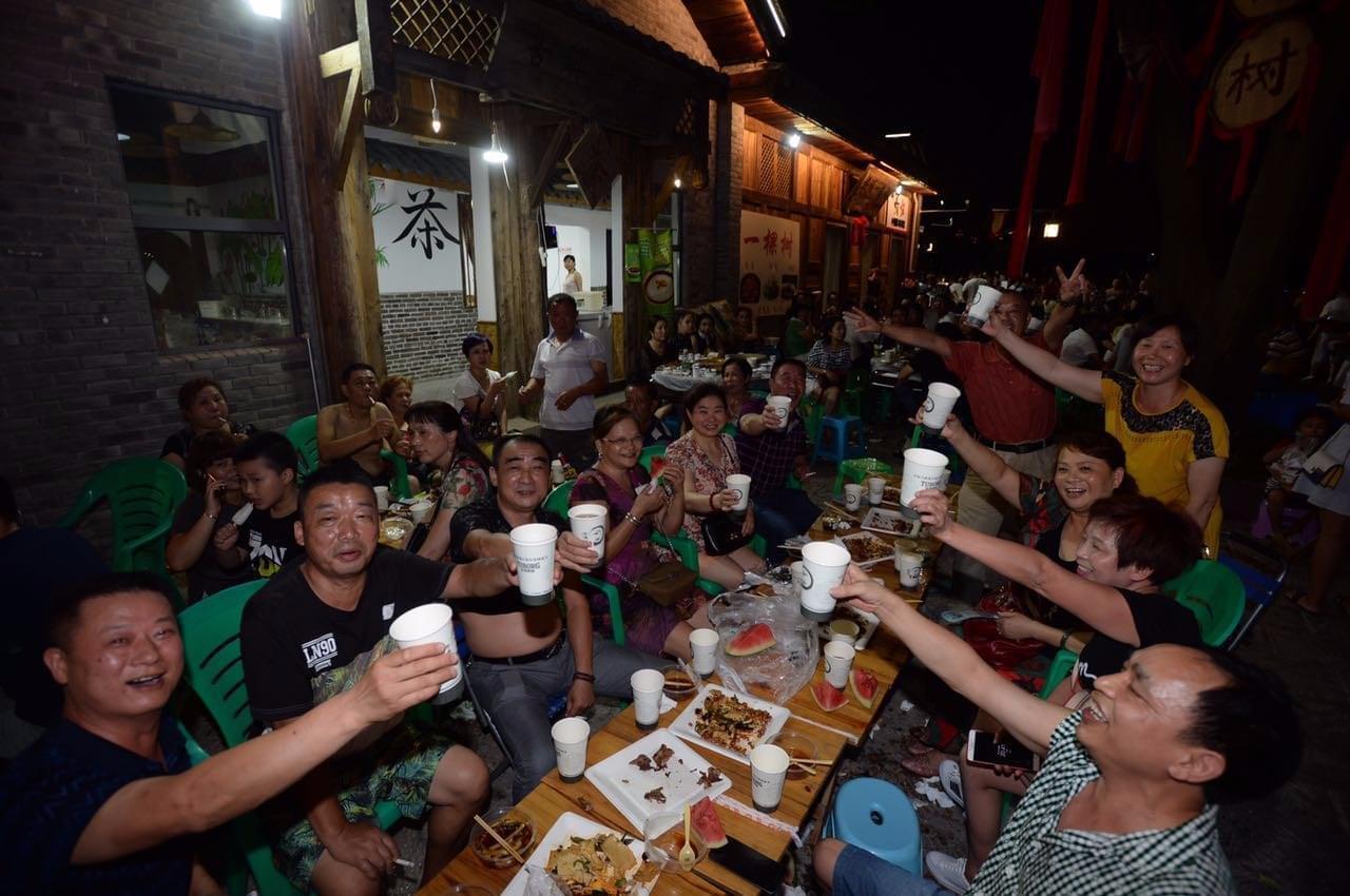 首届马桑溪古镇乐堡啤酒节开幕 将连嗨11天