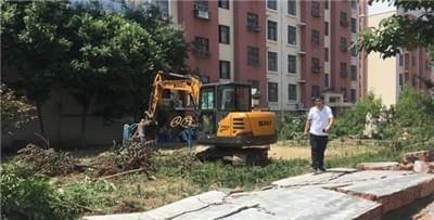 挖掘机凌晨入胶州一文物保护区施工 拆墙毁绿被叫停