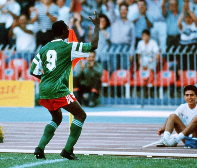 持枪吸毒的疯子!世界杯玩火+蝎子摆尾,毒枭兄弟保他回国不被杀